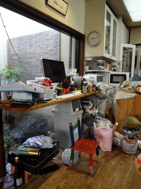 SHIORINAのお片付けサポートキッチンキッチン食器棚側BEFORE画像
