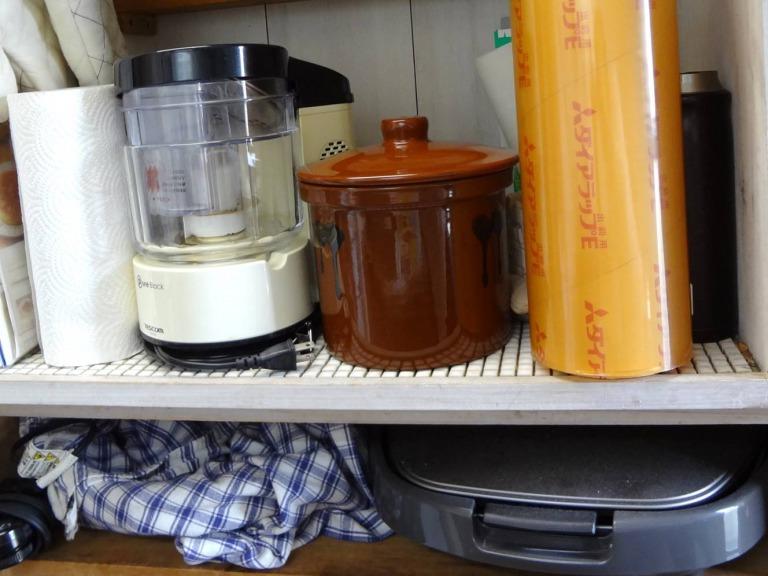 SHIORINAのお片付けサポートキッチンレンジ台中央棚BEFORE画像