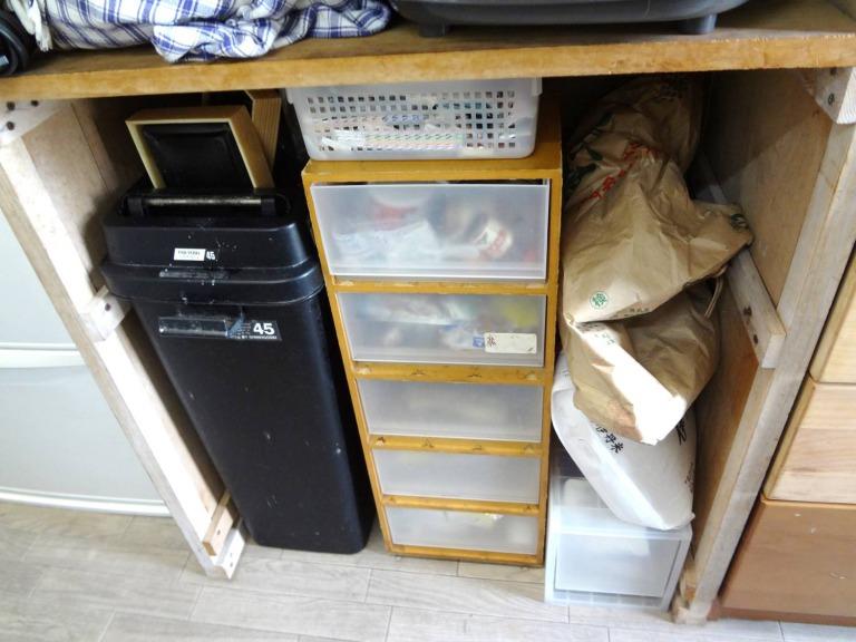 SHIORINAのお片付けサポートキッチンレンジ台下部BEFORE画像