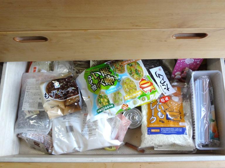SHIORINAのお片付けサポートキッチンレンジ台引き出し4段目BEFORE画像
