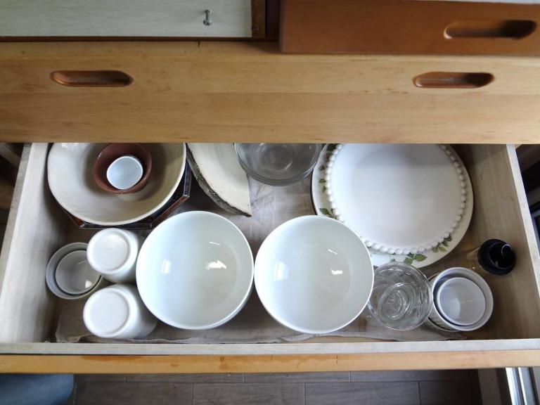 SHIORINAのお片付けサポートキッチンレンジ台引き出し3段目BEFORE画像