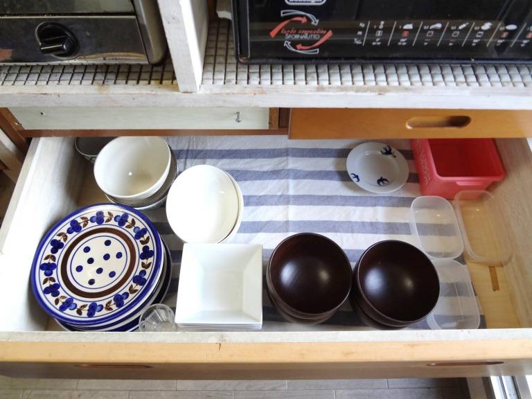 SHIORINAのお片付けサポートキッチンレンジ台引き出し2段目BEFORE画像