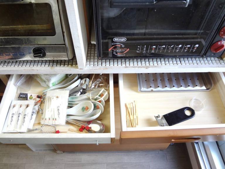 SHIORINAのお片付けサポートキッチンレンジ台引き出し1段目BEFORE画像