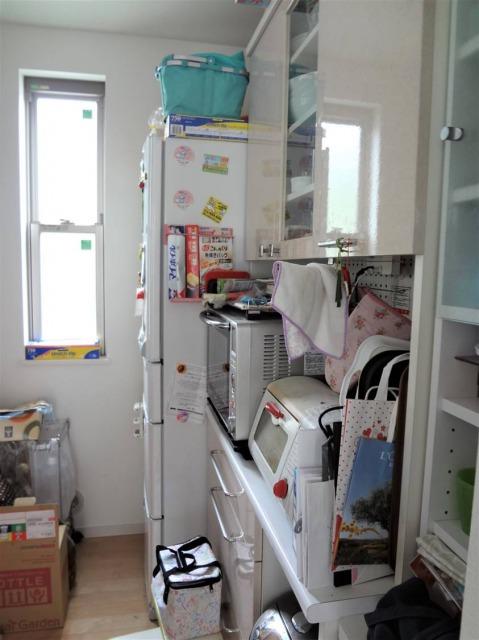 SHIORINAのお片付けサポートキッチン食器棚側BEFORE画像