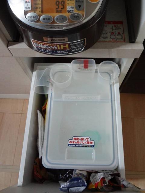 SHIORINAのお片付けサポートキッチン食器棚お米置き場BEFORE画像