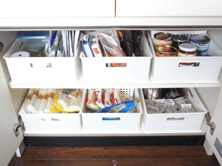 SHIORINAのお片付けサポートキッチン食器棚下部・扉の中AFTER画像