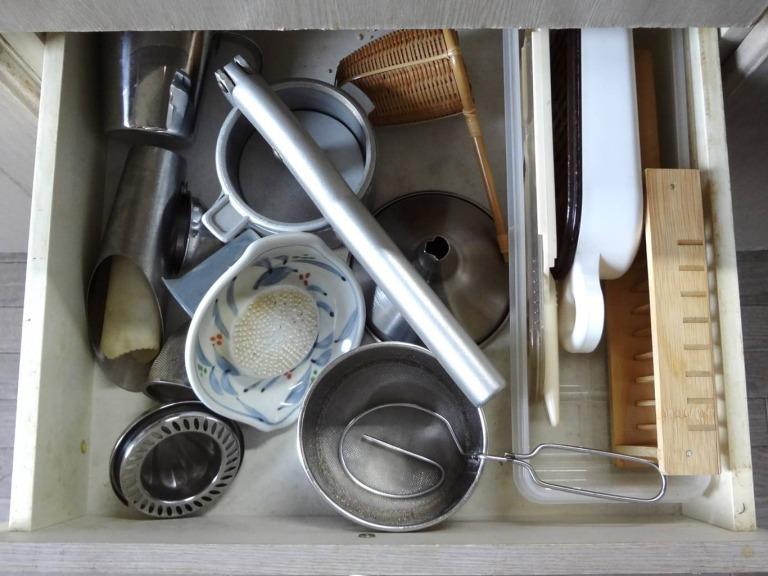 SHIORINAのお片付けサポートキッチン引き出し2段目BEFORE画像