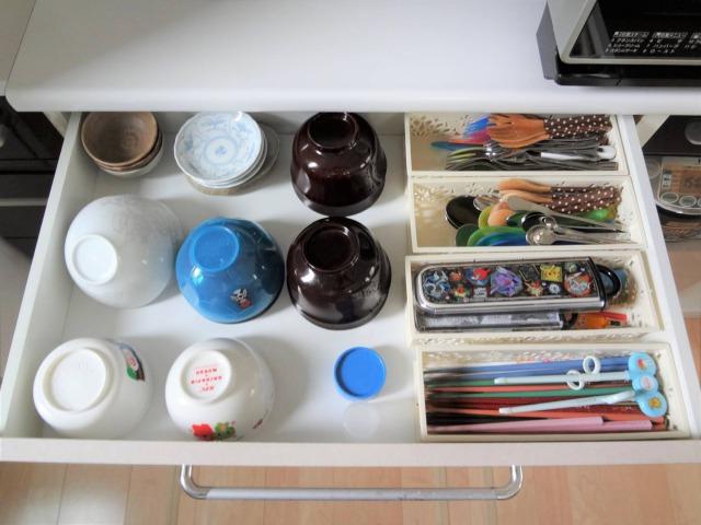 SHIORINAのお片付けサポートキッチン食器棚引き出し1段目AFTER画像