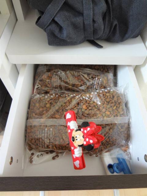 SHIORINAのお片付けサポートキッチン食器棚小引き出し1段目BEFORE画像