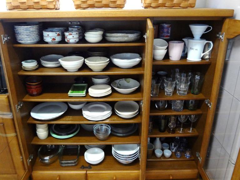 SHIORINAのお片付けサポートキッチン食器棚上段AFTER画像